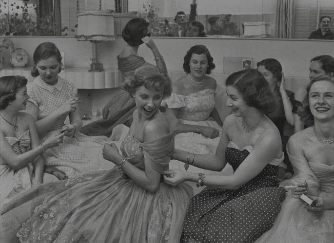 house-party-1950-from-look-mag-debutante-who-went-to-work+copy