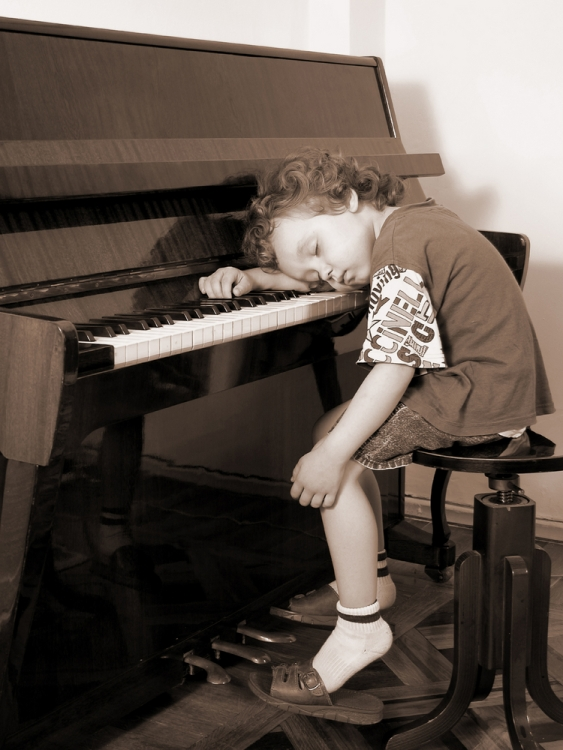 boy-on-piano