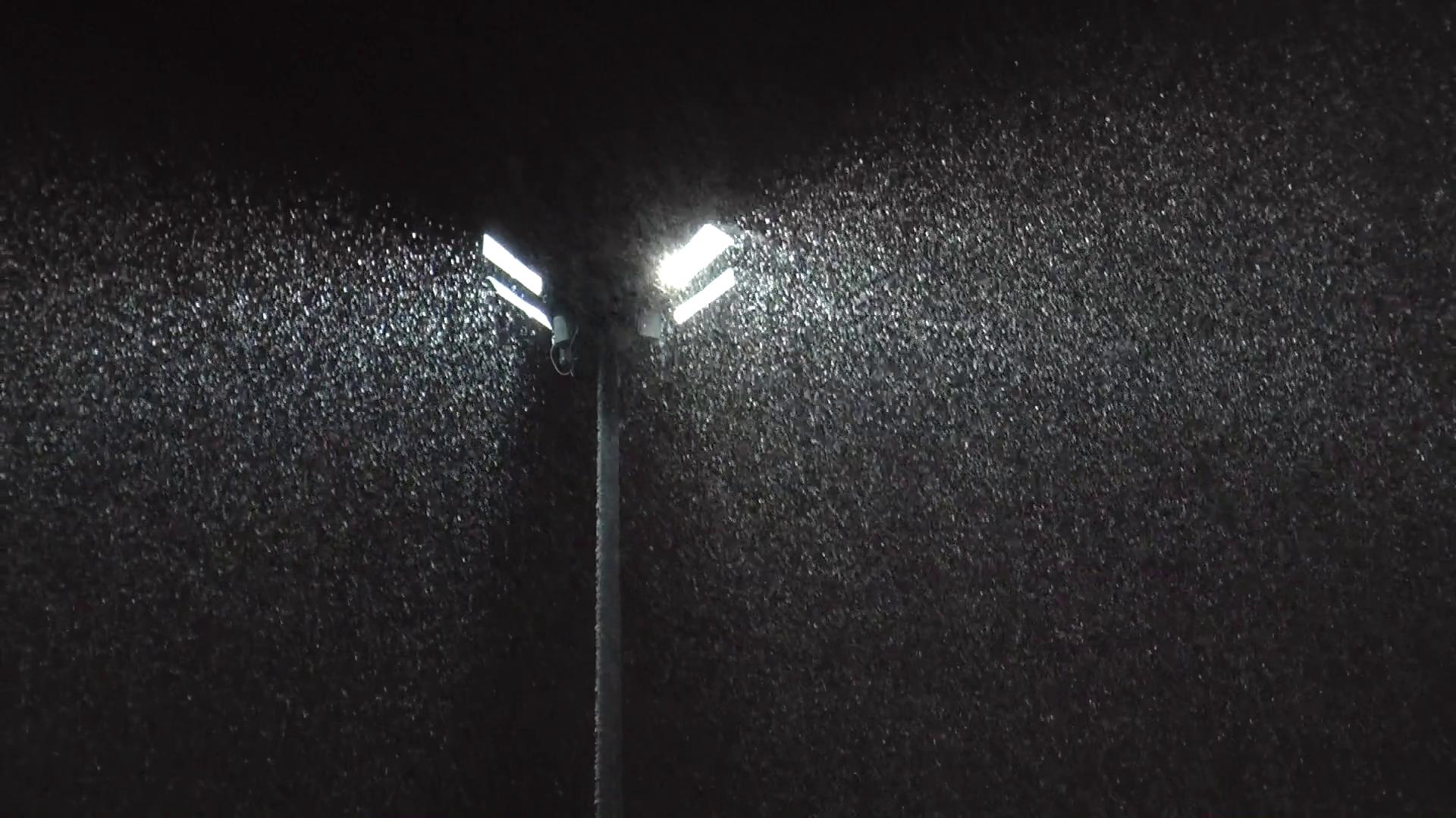 high-street-lamp-illuminates-the-falling-snow-dark-winter-night_hen-iw9zg_thumbnail-full01